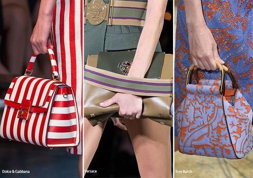 Kıyafetle aynı/benzer desende çantalar