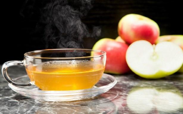 Tatlı ama ekşi: Elma çayı  İsteğe göre içerisine tarçın gibi çeşitli baharatların da eklenebildiği elma çayı, tatlı ama bir yandan da ekşimsi tadı, içerdiği vitaminlerin çeşitliliği ve kalori yakmayı hızlandıran yapısıyla bilinir. Tüm bu özelliklerin yanı sıra elmanın lifinden gücünü alan elma çayı kabızlığı da yok eder.