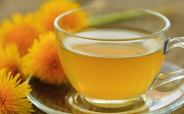 Rengi yeter: Karahindiba çayı  Özellikle yatmadan önce içilen karahindiba çayı iştahı düzenler ve aşırı yeme isteğini bastırır. Aynı zamanda kan şekerine ve insüline iyi gelir. Böylece ani, sık acıkma ve aşırı yeme isteği gibi sorunları ortadan kaldırır. Tüm bu güzelliklerinin yanı sıra gün içinde içildiğinde kabızlık sorunlarını da engeller.  Önemli bir not: Karahindiba çayının demleme şekli diğer çaylar gibi kolay değil, dikkat etmekte fayda var.  Karahindiba çayı karahindiba otunun taze ve kurutulmuş yapraklarından ve köklerinden hazırlanır. 6 çay kaşığı kurutulmuş karahindiba kökü ile 6 çay kaşığı karahindiba yaprağı karıştırılarak kaynamış suyun içine atılır ve 20-25 dakika kaynatılır. Taze karahindiba otu kullanılacaksa ölçü iki katına çıkarılarak çay hazırlanır. Karahindiba çayını tatlandırmak için karanfil, tarçın ve zencefil gibi bitkiler kullanılabilir.