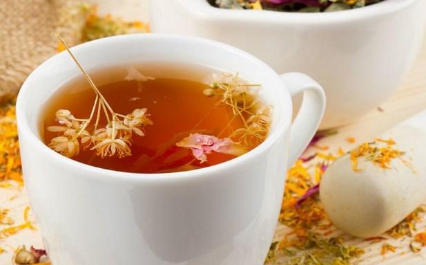 İyice demlensin lütfen: Ekinezya çayı  Ekinezya çayı, bağışıklık sistemini güçlendirerek, başta grip olmak üzere, virüs yoluyla bulaşan tüm hastalıkların tedavisine destek olur. Diğer yazdığımız çaylar gibi mide ve sindirimi de kolaylaştırarak kabızlığı büyük ölçüde engeller.