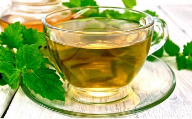 Isırgan otuyla karıştırmayın: Melisa çayı  Isırgan otuna benzeyen bir ot olan melisa otu, çay olarak tüketildiğinde mide rahatsızlıklarında gaz ve ağrı giderici etkiye sahiptir. Bununla birlikte melisa çayı kabızlığı da gidermek için tercih edilir.