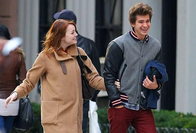 """Andrew Garfield & Emma Stone  Örümcek Adam (Andrew Garfield) ve Gwen Stacy (Emma Stone) gerçek hayatta 5 sene önce The Amazing Spider-Man'in setinde tanıştılar. Aşkları yıllarca inişli ve çıkışlı bir şekilde devam eden çiftimiz geçtiğimiz sene """"gerçekten"""" ayrıldıklarını açıkladılar. Bu son mu beraber göreceğiz.😂"""