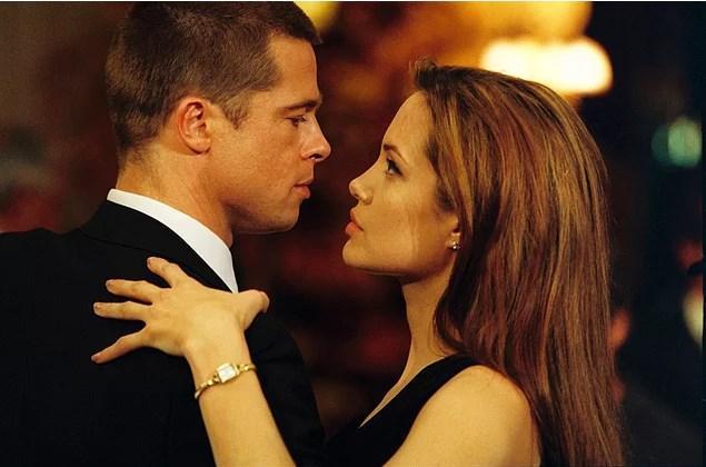 Angelina Jolie & Brad Pitt  Tüm çiftler bir yana Mr & Mrs Smith bir yana! ❤️ Dünyanın en yakışıklı erkeği Bradciğimiz ve en güzel kadını Angelinacığımızdan bahsediyorum tabi ki😍 Ünlü çiftimizin Mr & Mrs Smith setinde başlayan aşkları, Brad Pitt'in oyuncu eşi Jennifer Anniston'dan boşanması ardından evlilikle taçlandı. Ay aman nazar değmesin. Çiftimizin bu evlilikten dünyalar güzeli bir de kız çocukları var. Ayrıca 5 tane çocukları olan çift mutlu kocaman bir aile. 😊
