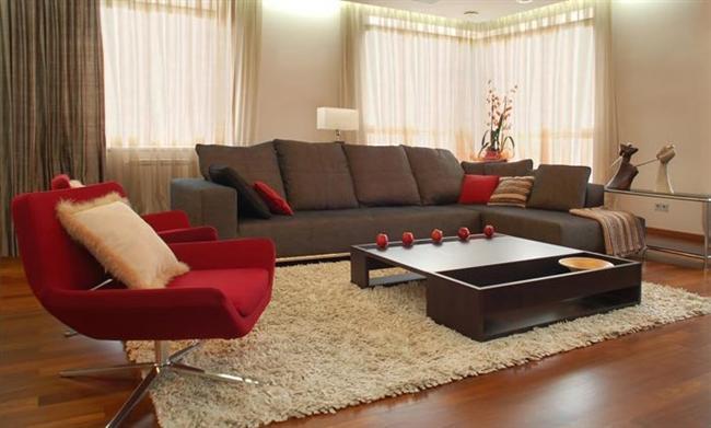 Klasik evlerde yine mümkün olduğunca düz halı seçmekte fayda vardır. Desenli halılar evinizi olduğundan daha karışık gösterir.