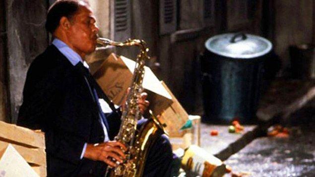 Round Midnight (1986)  Dale Turner adındaki Amerikalı siyahi bir caz saksafoncusunun 1950'li yıllarda Paris'te geçen dramatik öyküsünü anlatmaktadır.