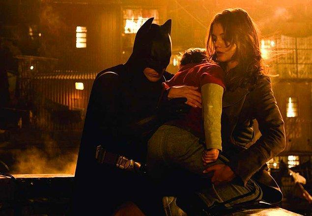 Batman Başlıyor (2005)  Ailesi öldürülen playboy Bruce Wayne, Henri Ducard ve Ra's Al Ghul'ın yol göstericiliğinde Asya'ya taşınır. Gotham adeta şeytanlarla, kötü hesapların peşinde olan adamlarla kuşatılmış bir yerdir. Suç olayları bitmek bilmez. Bruce Wayne'in amacı bu şehre adaleti getirerek insanların ruhundaki korkuları ortadan kaldırmak ve onları huzurlu kılmaktır.Yol göstericisi Ra's al Ghul her ne kadar ona çok şey öğreten insan olsa da bir başka açıdan yoluna engel de teşkil etmektedir.