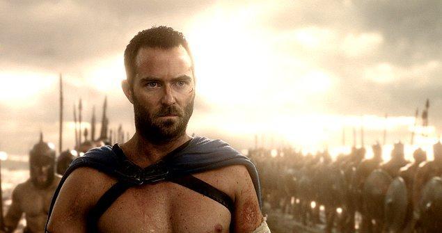 300: Bir İmparatorluğun Yükselişi (2014)  Film, Persler ile Atinalılar'ın karşı karşıya geldiği Artemis Savaşı'na sahne olacak. Yeni filmin kahramanları ise Pers Kralı Xerxes ile Atinalı savaşçı Themistocles. Frank Miller'ın grafik romanı Xerxes'ten uyarlanan 300'ün bu yeni filminde mücadele karadan denize taşınıyor.