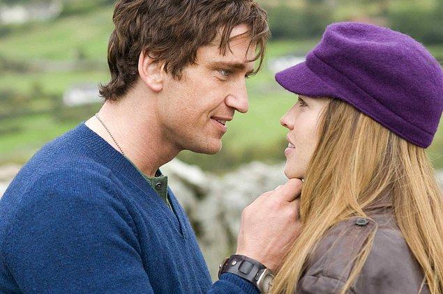 Not: Seni Seviyorum (2007)  Bir kadın için, sevdiği adama bütünüyle teslim olmuş ve bütün hayatının anlamını onun üzerine kurmuş hatta onunla nefes alırken, adamın bir hastalık nedeni ile çekip gidecek olması kolay kaldırabileceği bir şey değildir. Holly, kocasına aşıktır ve bir gün Gery ölümcül bir hastalığının olduğunu öğrenir.
