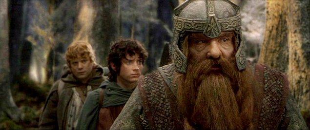 Yüzüklerin Efendisi: Yüzük Kardeşliği (2001)  Yıllar önce üretilen ve Orta Dünya topraklarına kandan başka hiçbir şey getirmeyen yüzüklerin sonuncusu, üretiminden yüz yıllar sonra ortaya çıkar. Amcasının kendisine emanet ettiği yüzüğün nelere kadir olduğundan habersiz olan Frodo, büyücü Gandalf'ın anlattıkları sonrasında dehşete kapılır.
