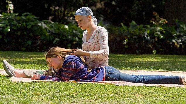 Kız Kardeşimin Hikayesi (2009)  Fitzgerald çifti bir gün acı gerçeği öğrenir. Sara ve Brian Fitzgerald'a verilen kederli haber kızları Kate'in lösemi olduğunun bilgisidir. Çocuklarının sadece birkaç yıl ömrünün kaldığı gerçeği çifti allak bullak etmiştir. Bunun üzerine çift Kate'e donör olması için Anna adında bir bebek sahibi olmaya karar verirler.