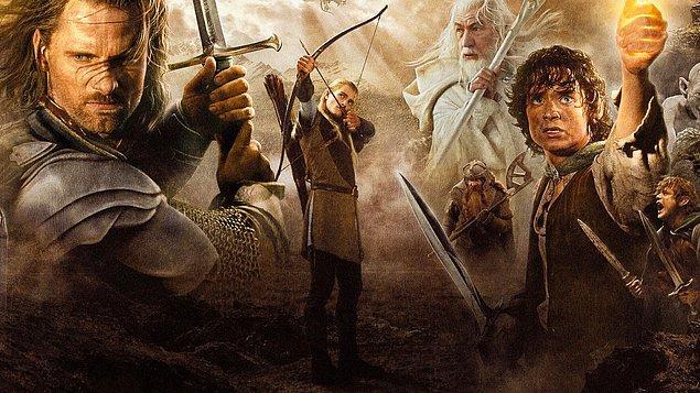 Yüzüklerin Efendisi: Kralın Dönüşü (2003)  Sauron'un orduları büyüdükçe büyümektedirler. Frodo ve onun can dostu Sam, korku dolu bir yolculuğun göbeğinde, korkunç Mordor'a adım adım yaklaşmaktadırlar. Tek yüzük yok edilmelidir ve iyilik bunun için savaşmaya hazırdır.