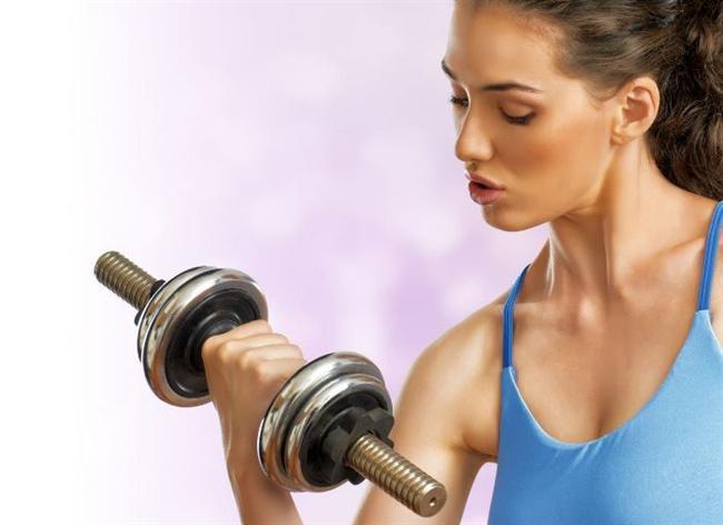 Tek İhtiyacınız Daha Fazla Kas!  Vücudunuz, sağlığını sürdürebilmek ve diğer metabolik olaylar için her hücreniz belirli miktarda enerji kullanıyor. Bu hücrelere biraz daha yakından bakmak gerekirse; kas hücresi, yağ hücresinden daha fazla enerji harcıyor. Söz konusu kalori yakımı olduğunda kas dokusu yağ dokusundan 3 kat daha fazla aktif. Bu yüzden kas dokunuzu ne kadar arttırırsanız vücudunuzun harcadığı kalori de o kadar fazla olacak! Haftada 2 veya 3 kere, 15 dakika ağırlık kaldırma, mekik, şınav çekme gibi direnç egzersizleri hem kas yapımınızın artmasına hem de daha fazla kalori yakmanıza yardımcı olacak.