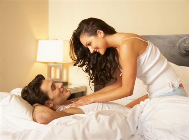- Yoga ve yüzme pelvis bölgesini çalıştırdığından cinsel hayatı olumlu etkiliyor. Çıplak yapmayı denediğinizde ise bambaşka bir deneyime dönüşüyor.  - Yapacağınız egzersizlere eşinizi de dahil edin. Birlikte yaptığınız her şey ilişkinizi bir adım öteye taşıyacak ve aranızdaki bağı güçlendirecek.  - Yeniliklere açık olun, eşinizin önerilerini reddetmeden önce yenilikçi fikirlerini sindirmeye ve uygulamaya çalışın. En azından denediğinizi bilsin. Mutlaka bir orta yol bulursunuz.