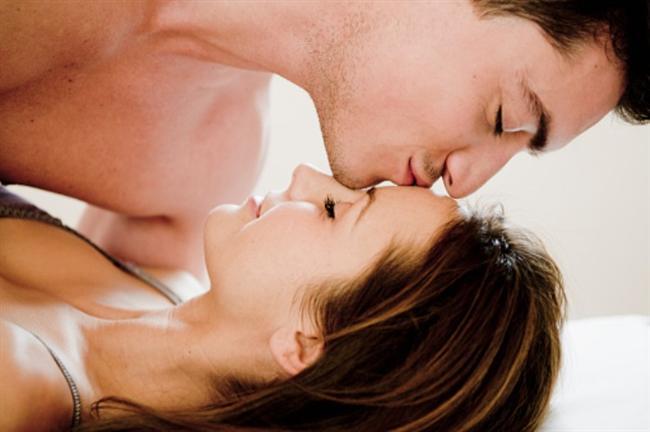 Yatakta daha iyi olmak için!  - Carmen Electra'nın strip aerobics videosunu youtube'da izleyin. Bu hareketler sadece bedeninizi zinde tutmayacak, aynı zamanda davranışlarınızın da daha seksi olmasını sağlayacak.