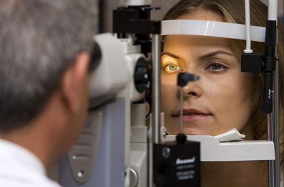 Göz Sağlığı  Lahana zengin bir beta-karoten kaynağıdır. Yaşlanmayla ortaya çıkan sarı nokta hastalığını önlemek ve katarakt oluşumunu geciktirmek için tüketilmesi önerilmektedir. Beta-karoten aynı zamanda prostat kanseri riskini de azaltmaktadır.