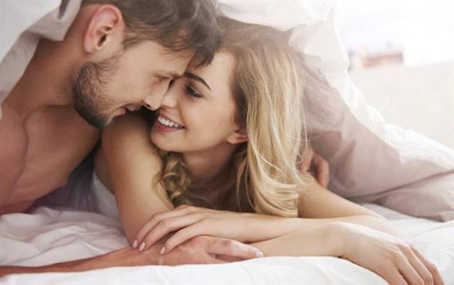 Cinsel anlamda birbirlerine bağlı olan çiftler daha şefkatli, affedici, romantik, hassas oluyor; daha az yalnız, daha az keyifsiz ve daha az şüpheci hissediyor...
