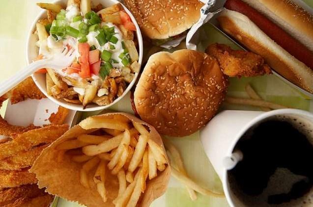 7. Kötü beslenme ve bazı vitamin eksiklikleri sebep olabilir.