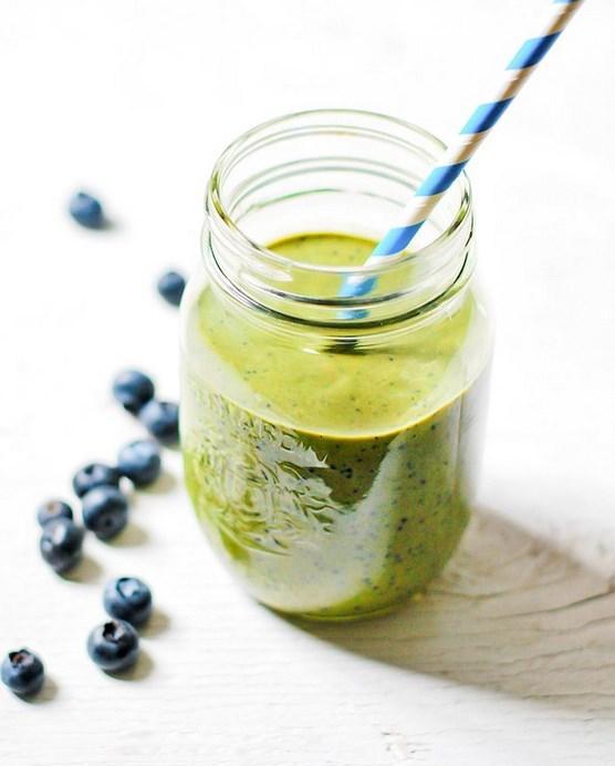 17. Yeşil çay olmazsa olmaz peki ya bir de serinletici olsa?   Yeşil çayın birçok faydası var ancak havalar ısınmaya başladığı için sıcak şeylerden biraz uzaklaşıyoruz. Bu nedenle işte size buz gibi hali!