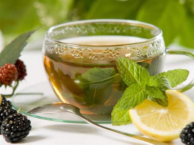 Hem yağ yakar hem de sakinlik verir  Bu dönemde özellikle kafein ve benzeri uyarıcı gıdalardan uzak durulmalıdır. Kahve ve siyah çay yerine daha çok sakinleştirici ve düzenleyici beyaz ya da bitki çayları düşünülebilir. Özellikle yasemin, melisa ve papatya karışımı çaylar hem yağ yakımını etkiler hem de vücuda sakinlik ve huzur verir.