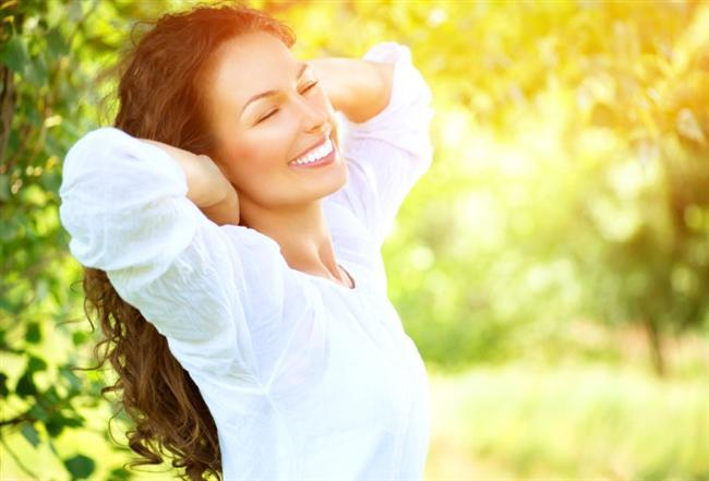Güneşli havanın her anından faydalanın  Güneşli güzel havaların her anından faydalanın. Her gün en az 30 dakika yapacağınız yürüyüşler bahar döneminde kendinizi daha canlı hissetmenizi sağlayacaktır. Hareketli ve aktif olmak, bu dönemde tüm stres ve miskinliğin yok olmasına yardımcı olur. Haftada en az 3 gün, düzenli bir şekilde yapılan spor da kilo kontrolünü sağlayacaktır.