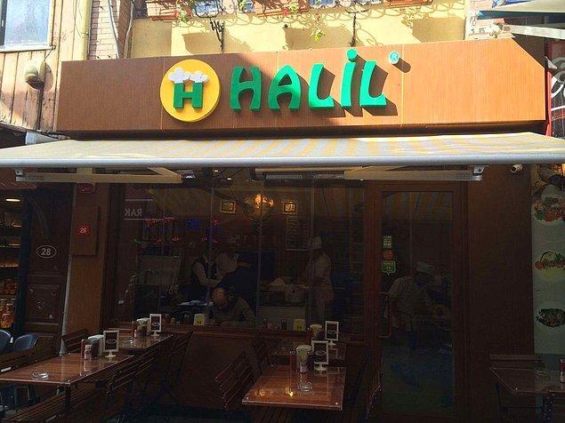 Halil Lahmacun  Balık çarşısının yani hareketin tam ortasında, Kadıköy ve lahmacun denince akla ilk gelen yer. Lahmacunları gevrek , yağı az, bol malzemeli, büyük, doyurucu ve çok lezzetli. Fiyatı biraz ortalamanın üstünde, mekan ise küçük. Lahmacunu meşhur olduğu için mekan sürekli kalabalıktır.  Adres: Caferağa Mahallesi, Güneşlibahçe Sokak, No 26, Kadıköy, İstanbul