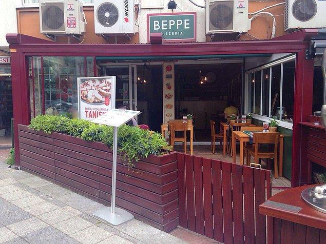 Beppe Pizzeria  Oldukça hafif ve lezzetli pizzalarının yanında Enginar kalbi ve bezelyeli pizzası vejetaryenler için ideal bir seçenektir. Ayrıca lazanyaları da enfestir. Güleryüzlü ve ilgili çalışanları, uzun pizza menüsü ile farklı seçenekler sunuyor ve mekandan memnun olarak kalkmanızı sağlıyor.  Adres: Caferağa Mahallesi, ModaCaddesi, Ferit Tek Sokak, No 60/B, Kadıköy, İstanbul