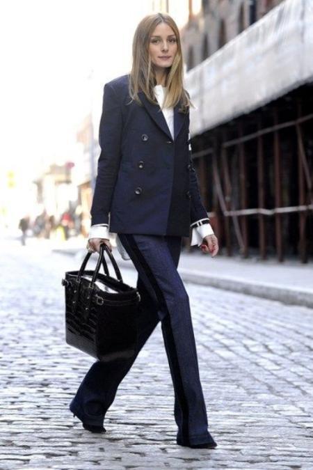 Mix&Match trendini desenli bir blazer ceket ve gömlek ikilisiyle de uygulamak mümkün. Renklerin uyumu desenlerin zıtlığı Mix&Match trendine güzel bir örnek.