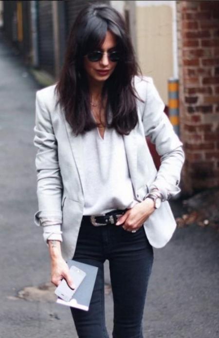 Pastel tonlarda ya da canlı bir renkte blazer ceket, her türlü kombine ayrıcalık katar. Basic bir tişört ve jeanle buluşturacağınız blazer ceketiniz ile, zahmetsiz şık görünmenin rahatlığını yaşayacaksınız. :)