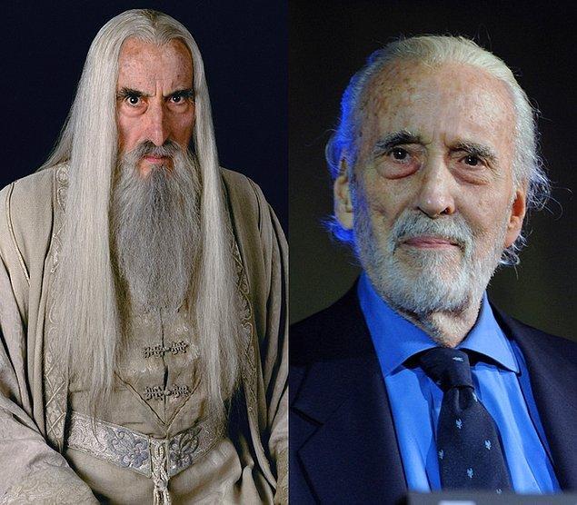 Saruman: Christopher Lee  Fotoğraf 7 Ağustos 2013'ten... Christopher Lee maalesef 7 Haziran 2015'te, 93 yaşında öldü.