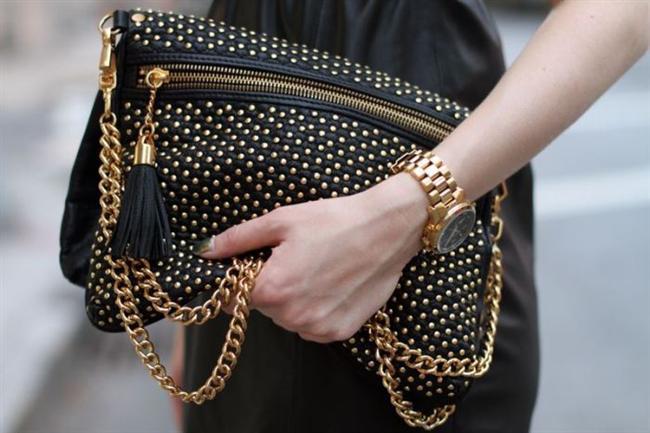 Çantalar en gözde aksesuarlarımızdan biri. Model ve renk seçeneklerinin çok olması çantaları daha kullanışlı ve cazip kılıyor. Birde çantalara zincir detayı eklenince cazipliği bir kat daha artıyor!..