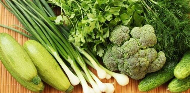 Yeşil yapraklılar safra asit bağlayıcıların artırır. Bunu büyük safra moleküllerini tutup onları ayırmak için yapar ve kalan safra asitleri bu büyük molekülleri gastrointestinal sistemden alarak atılmasını sağlar. Bu özelliği sayesinde kötü kolesterol olan LDL kolesterolün tutulmasına da yardımcı olur.