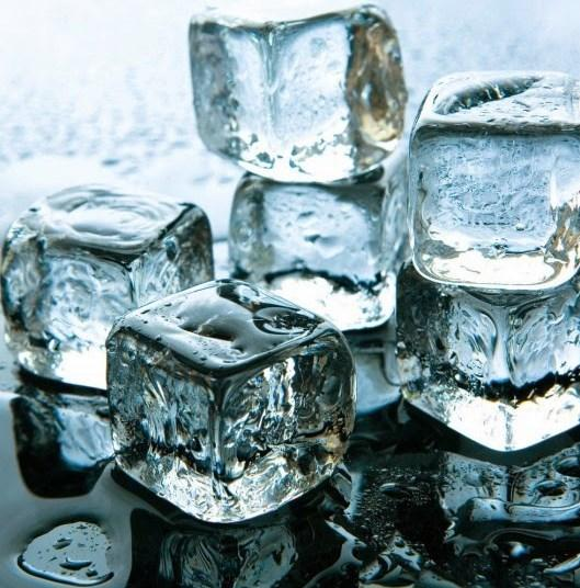 Buz : Buz çiğnemek iyi bir fikir değildir. Buz çok serttir. Eğer eski büyük dolgularınız varsa buz yediğiniz zaman çok kolay bir şekilde dişleriniz kırılabilir. Soğuk aynı zamanda dişlerinizin kamaşmasına sebep da olabilir.