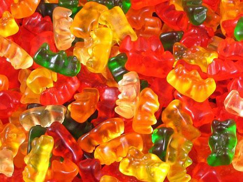 Yapışık gıdalar (lokum, jeli bon vb.) : Tatlı şekerlemelerden daha zararlıdır. Çünkü daha fazla şeker verirler ve aynı zamanda sitrik asit içerirler.