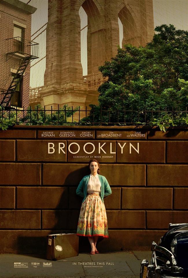 Brooklyn  Eilis Lacey'i İrlanda'nın fakir mahallelerinden birinde yokluk içinde yaşayan bir kızdır. Sevmediği bir işte annesinin hatrına çalışan Ellis'e kasabasındaki kilise papazı yardımcı olur ve onu Amerika'ya güvenilir bir tanıdığın yanına gönderir. 1950'li yılların New York'unda Brooklyn'e gelen genç kız, Amerika'nın gelecek vaatleri için annesinin evini terk eder. Ayakları üzerinde durma mücadelesi veren Ellis bu arada bir gençten de çok hoşlanır. Fakat vatanının hasreti birkaç ay sonra iyice içini kaplar ve bu sırada annesinden gelen bir haber ile İrlanda'ya birkaç haftalığına dönmeye karar verir. Amerikan rüyası İrlanda'daki geçmişi yüzünden bozulan Ellis, iki ülke ve üzerinde yaşadığı hayatalardan birini seçmek zorunda kalacaktır.  Filmin başrolü Saoirse Ronan.