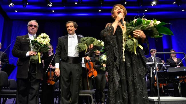 MÜZİK  28- AKSU&ABACIı: Henüz çıkmadı, biraz geç kaldı ama Muazzez Abacı'nın Sezen Aksu söylediği (ve adı dahi henüz duyulmamış) albümünü ıska geçmeyelim. Hem Aksu, hem Abacı. Tadına doyulmayacaktır.  29- PLAYS SEZEN: Bir albüm daha ve bunun da içinden Sezen Aksu geçiyor. The Royal Philharmonic Orchestra'nın, düzenlemelerine Erdal Kızılçay'ın imza attığı 'Plays Sezen Aksu' albümü, bu bahardan da, önümüzdeki baharlardan da taşar gider.  30- İBRAHİM MAALOUF: Bahara hızlı bir giriş: 3 Nisan'da trompetin en baba isimlerinden İbrahim Maalouf Volkswagen Arena'da. Hem konser hem de iç temizleme niyetine.  31- COŞKUN DEMİR'DEN TÜRK MÜZİĞİ: Pop müziğimizin koca çınarlarından Coşkun Demir, Türk müziği söylüyor yeni albümünde. Bir-iki hafta içinde piyasada olacak albümde, Demir ve ekibi, Türk müziğine resmen kuş konduruyor. Bahar, hatta yaz ve sonbahar boyu dinlenir.