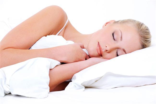 Uyumak  Yemeğin hemen ardından uyumaktan kaçının çünkü yatar pozisyona geçtiğiniz zaman midenizdeki asit yemek borunuza doğu hareket ediyor. Birçok insanın mide yanması yaşamasının sebebi bu ve hatta çok ilerleyen zamanlarda böyle bir alışkanlığınız varsa reflü olmanız da olası. Ayrıca yemekten hemen sonra uyunduğunda diyafram daha çok kasılıyor ve bu da horlamaya sebep olabiliyor. Yemekten hemen sonra uyumak aynı zamanda obeziteye de yol açabiliyor. En iyisi yemekten sonra en az 2 saat uyanık kalmak. Sevdiğiniz bir şeylerle meşgul olup, hafif fiziksel aktivite yapabilirsiniz.