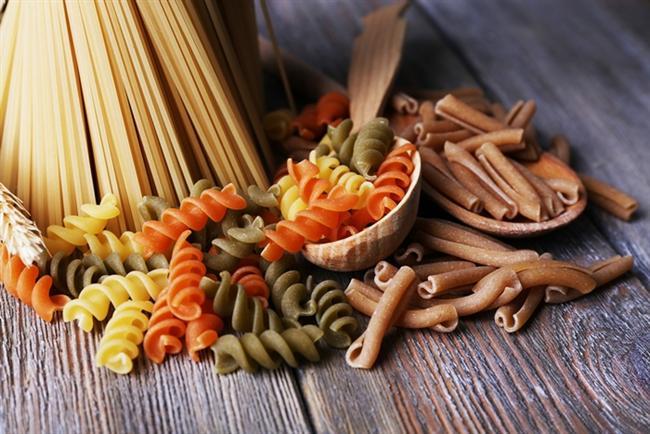 Dünyanın en pratik ve kullanışlı yemekleri hangileri dersek makarna muhtemelen listenin en başında gelir. Makarna ucuz, doyurucu ve lezzetli ayrıca çocukların da çok sevdiği kolay hazırlanabilen bir yemek. Fakat makarna lezzetinin yanı sıra bazı insanlar için sindirim sorunlarına yol açıyor ve sağlıksız bir yemek olarak düşünülüyor. Peki, aslında makarna böyle değil, gerçekten sağlıklı ve sindirilmesi kolay bir yemektir desek?