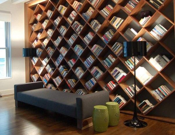 İşte kitaplara bu kadar gönülden bağlı olanlar, elbette ki onları evlerinde sergilemeye de bayılıyorlar! Sizlere evde oluşturabileceğiniz kütüphane köşeleri ve birbirinden güzel kitaplıkları sunduk, üstelik bazılarını kendi zevk ve stilinize göre daha farklı olarak dizayn edebilirsiniz.