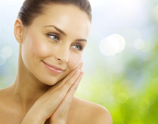 4) Lif kaynağı açısından önemlidir. Eğer cildiniz için bir mucize arıyorsanız, C vitamini etkisiyle limon oldukça önemli bir yardımcınızdır.