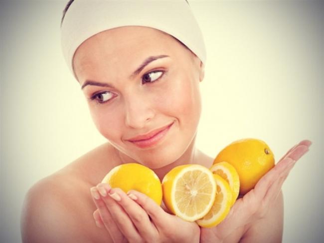 5) Limon karışımıyla hazırlanan cilt temizleyici maskeler önemli etki yaratır. Ayrıca her sabah limonlu su içmek gün boyunca size enerji verecek, cildinizin nem kazanmasını ve sizin çok içmenizi sağlayacaktır.
