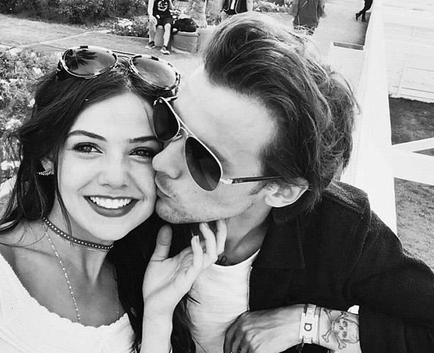 Genç kuşağın gözdesi One Direction'ın üyelerinden Louis Tomlinson kısa bir süre önce dünyaya gelen bebeğinin annesiyle değil başka bir genç kızla mutluluğa yelken açtı.