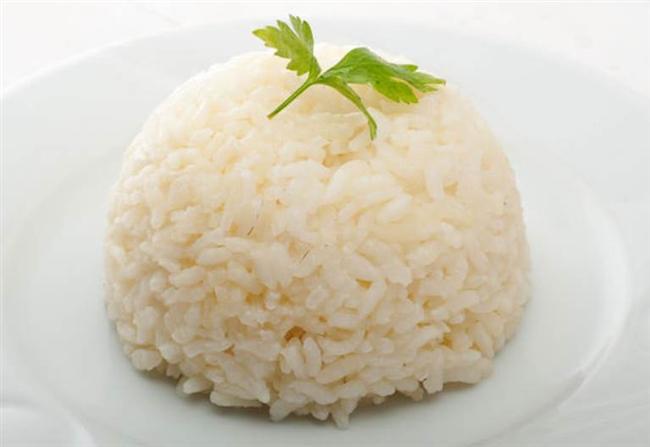 Pirinç dengeli tüketildiğinde böbrekler için faydalı!  Pirinç ve pirinç lapaları böbrek hastalıklarında kaybolan kalorilerin yerine konması ve hastalık seyrinin düzelmesi, yaşam kalitesinin artması açısından oldukça önemlidir.