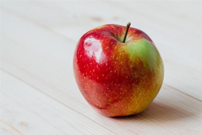 Böbreği temizler ve lif içeriği ile süzme işlemini en iyi şekilde gerçekleştirmesine yardımcı olur. Günde orta boy bir elma böbrek sağlığı için önemlidir.