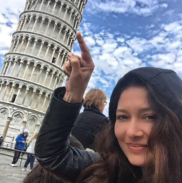 Nurgül Yeşilçay  Sizler için gittim,gördüm,baktım,hareketi yaptım!!! Gerçekten yamuk ama Dünyanın en sevimli kulesi.Karşısında kederlenmen imkansız!!!komik bu yahuuu😍👻💤🇮🇹 #italy #pisa