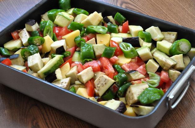 10. Izgaranızı sadece et, tavuk ve balık için değil, domates, biber, kabak, mantar, soğan dahil diğer tüm sebzeler için deneyebilirsiniz.