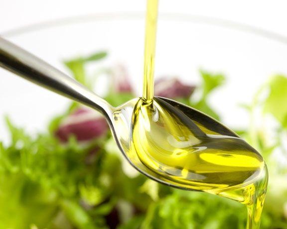 1. Sebze yemeği yaparken, bir kilo sebzeye iki yemek kaşığı sıvıyağ koyun. Etli sebze yemeklerinde ise dışarıdan yağ ilavesi yapmanıza gerek yok.