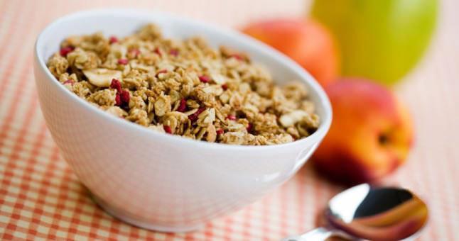 23. Yulaf, kepek unu ve kuru meyvelerle kendi müslinizi hazırlayabilir, fındık, ceviz, badem ekleyebilirsiniz.