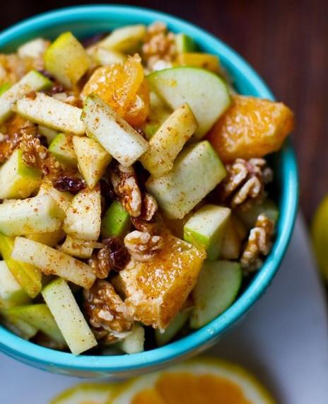 24. Tarçın şeker ihtiyacını azaltır; meyve salatası, bitki çayları ve sütünüzün içine eklemeyi deneyin.