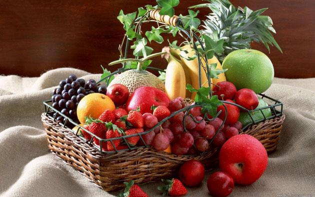 25. Evde mutlaka taze sebze ve meyve bulundurun. Çocuğunuzun atıştırma alışkanlığı varsa salatalık, havuç ve minik domateslere farklı şekiller verin.
