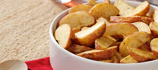 7. Dondurulmuş patatesi kızartmak yerine bir de fırınlayarak deneyin.